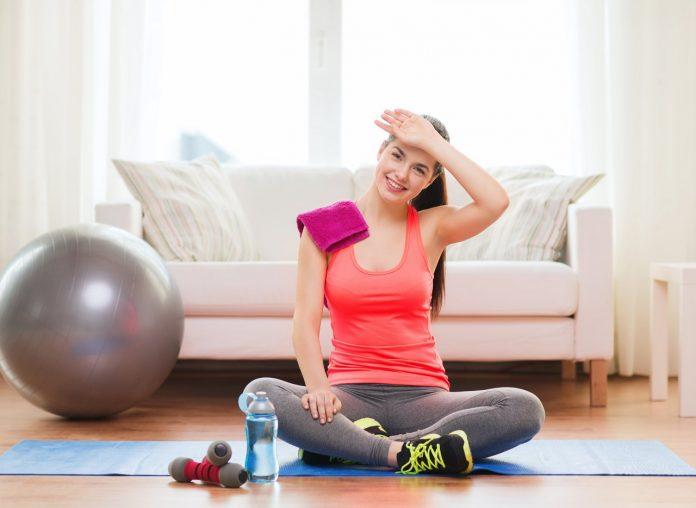 Nejúčinnější a nejlepší cviky na hubnutí doma pro muže i pro ženy