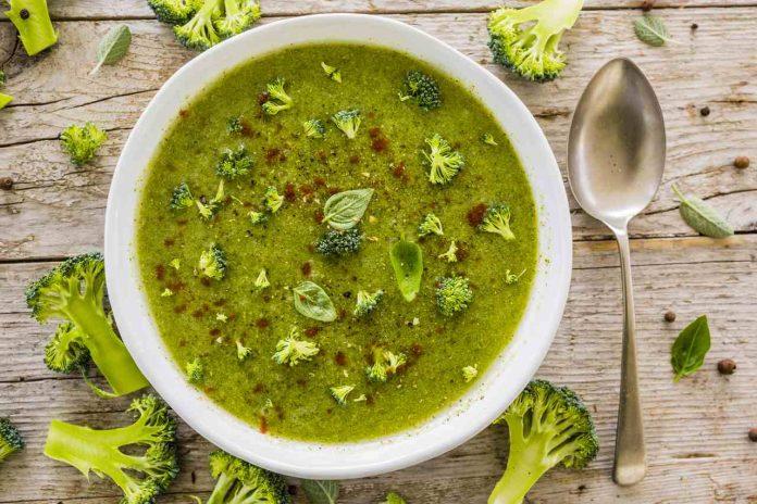Které dietní polévky jsou nejlepší na hubnutí a jsou lehké a zdravé Zde je top 9 tipů