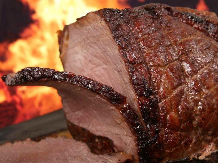Sušené maso je fitness pochoutka i na hubnutí. Jaké má výhody, cenu a kde ho koupit?